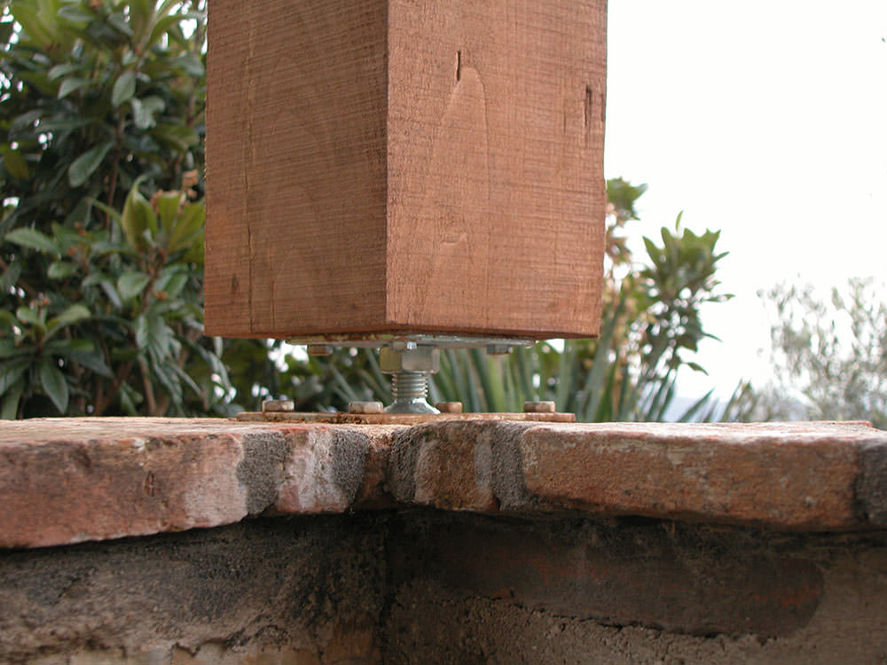 pilastro-regolabile-in-altezza
